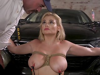 Katy Jayne gets her pussy rim with a big friend's cock on the table