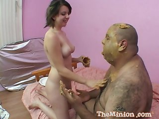 Fat dude eats a cake and gets his dick blowed by an amateur girl