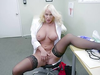 Comme �a doctor shows off masturbating when alone in her office