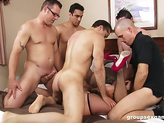 Intense group sex with one's wife