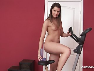 Unruly solo model Ashley G opens her legs with reference to stretch her pest