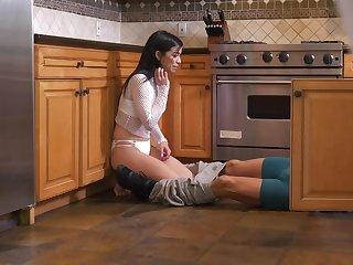 Spy cams capture teen Savannah Sixx unhealthy roughly the kitchen