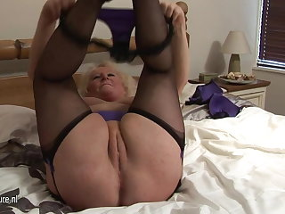 Fat granny squirting on her periphery